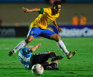 Un penalti en el descuento da vida a Brasil ante Argentina