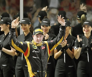 Raikkonen gana en Abu Dabi, Alonso y Vettel completan el podio