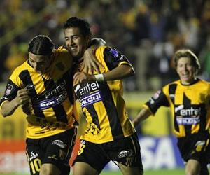 El colombiano Reina anota tres goles y confirma a The Strongest como líder