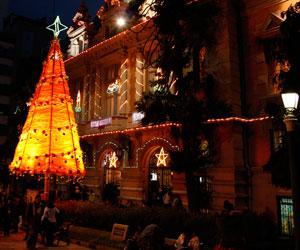 Los colores navideños empiezan a llegar a las calles de La Paz