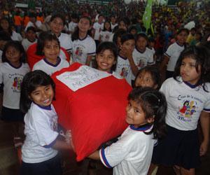 Celebración a niños de guarderías y hogares por la gobernación de Santa Cruz