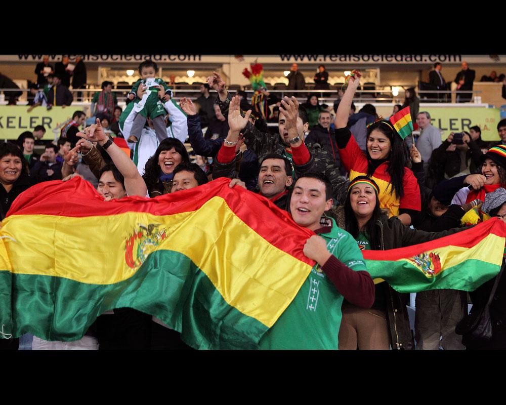 El seleccionado boliviano tuvo una importante barra que apoyó durante todo el partido. EFE