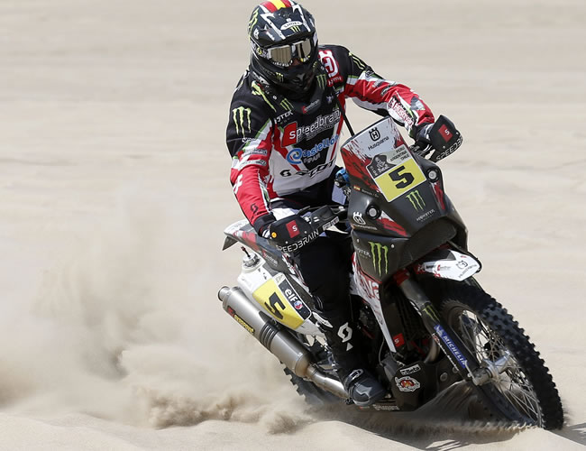 El piloto español Joan Barreda en acción en la segunda etapa del Rally Dakar en el desierto de Pisco (Perú). Foto: EFE