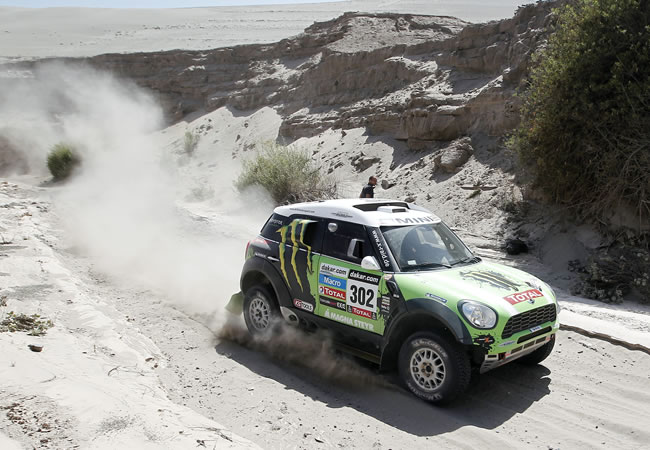 Al-Attiyah se lleva la cuarta etapa y Peterhansel mantiene el liderato