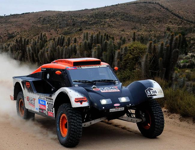 El piloto francés Guerlain Chicherit en acción hoy, sábado 19 de enero de 2013, durante la última etapa del rally Dakar, que se corre entre La Serena (Chile) y Santiago (Chile). EFE