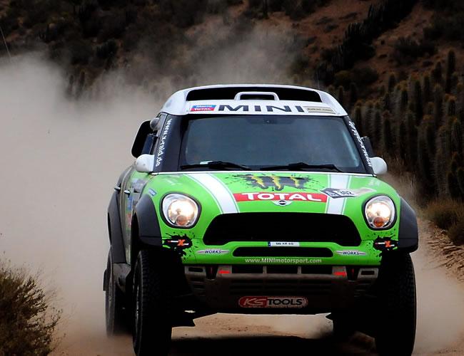 El piloto francés Stéphane Peterhansel en acción hoy, sábado 19 de enero de 2013, durante la última etapa del rally Dakar, que se corre entre La Serena (Chile) y Santiago (Chile). EFE