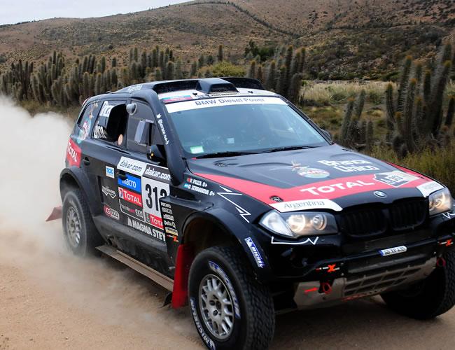 El piloto argentino Orlando Terranova en acción hoy, sábado 19 de enero de 2013, durante la última etapa del rally Dakar, que se corre entre La Serena (Chile) y Santiago (Chile). EFE