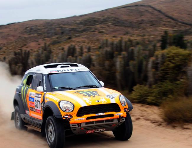 El piloto ruso Leonid Novitsky en acción hoy, sábado 19 de enero de 2013, durante la última etapa del rally Dakar, que se corre entre La Serena (Chile) y Santiago (Chile). EFE