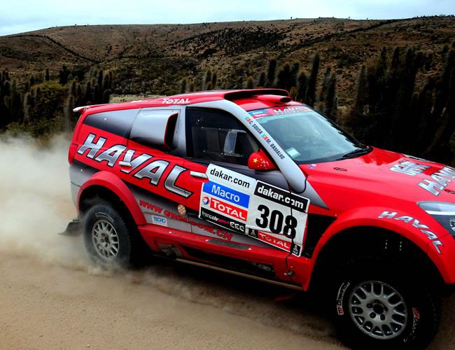 El piloto portugués Carlos Sousa en acción hoy, sábado 19 de enero de 2013, durante la última etapa del rally Dakar, que se corre entre La Serena (Chile) y Santiago (Chile). EFE