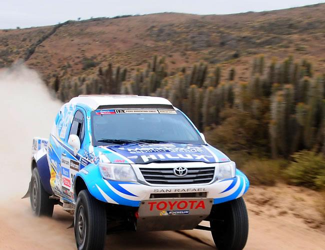 El piloto argentino Lucio Alvárez en acción hoy, sábado 19 de enero de 2013, durante la última etapa del rally Dakar, que se corre entre La Serena (Chile) y Santiago (Chile). EFE