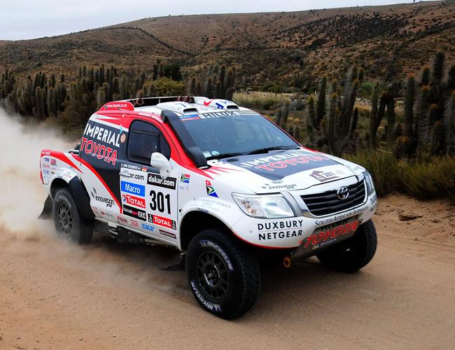 El piloto sudafricano Giniel de Villiers en acción hoy, sábado 19 de enero de 2013, durante la última etapa del rally Dakar, que se corre entre La Serena (Chile) y Santiago (Chile). EFE