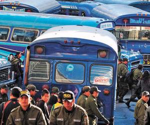 Choferes protestan en las vías contra el plan municipal de tarifas