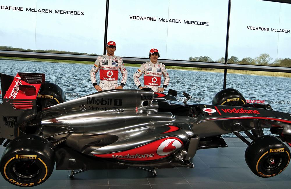 Los pilotos de McLaren, Jenson Button (i) y Sergio Pérez (d). EFE