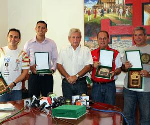 Santa Cruz reconoció a pilotos que participaron en el Dakar