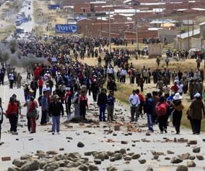 Mantienen tercer día de bloqueo en Caraparí