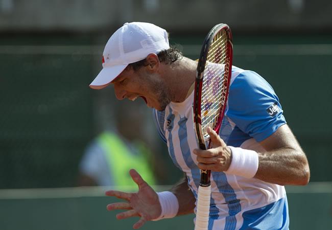 El tenista argentino Juan Mónaco, reacciona. Foto: EFE