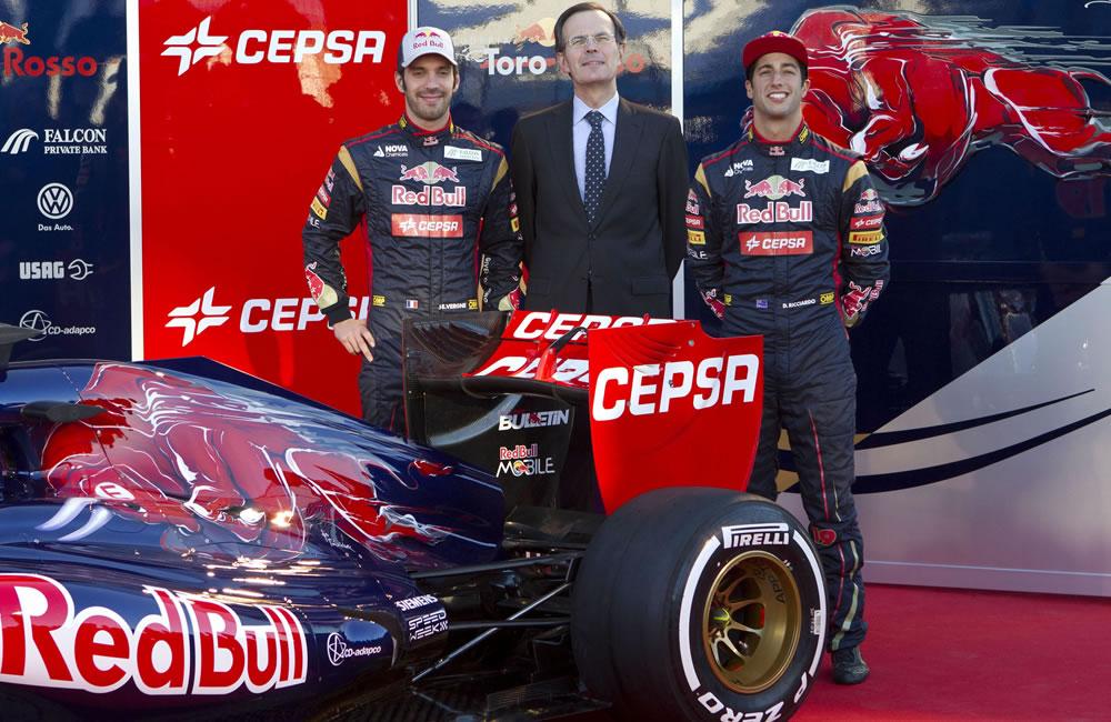 Los pilotos Daniel Ricciardo (d) y Jean-Éric Vergne (i) del equipo Toro Rosso. EFE