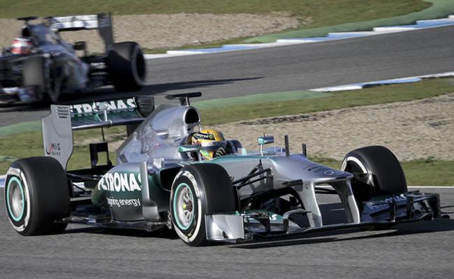 Hamilton sale ileso de un accidente pero el Mercedes no vuelve a salir a pista