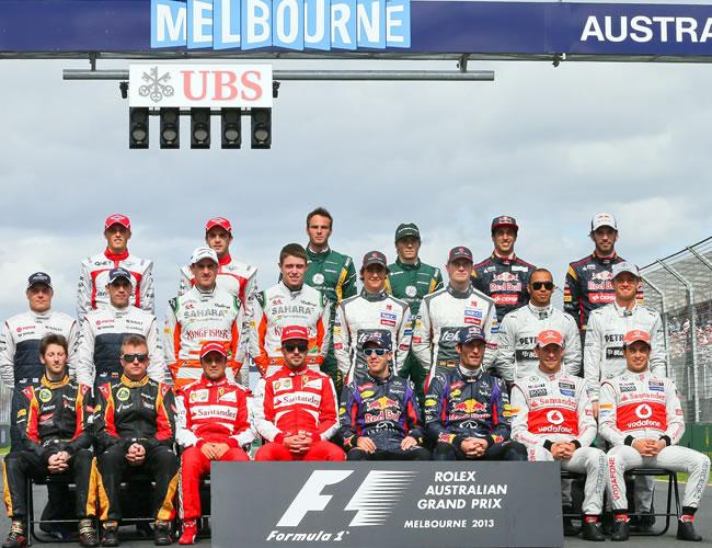 Los pilotos de fórmula 1 posan antes de iniciar el Gran Premio de Australia. EFE