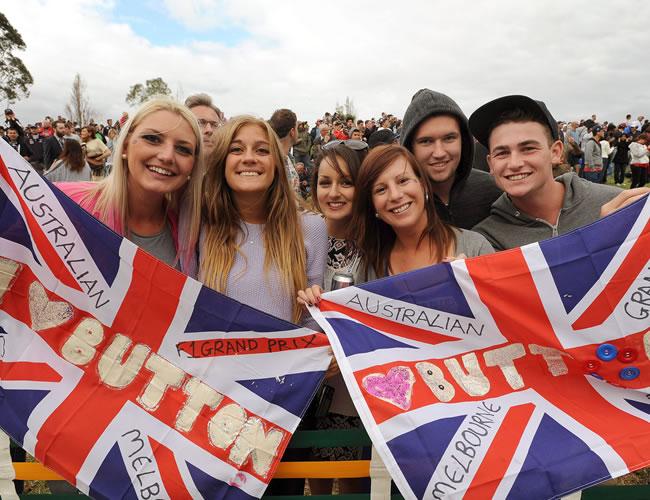 Fans del piloto británico Jenson Button de McLaren. EFE