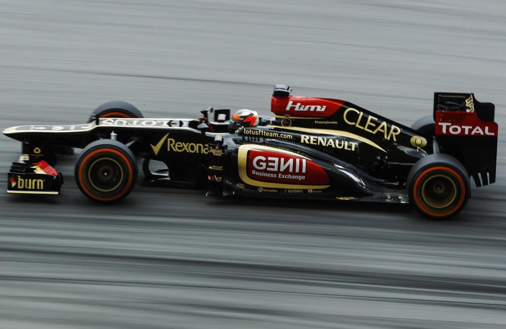 Vettel reina en Sepang ante el acoso de los Ferrari