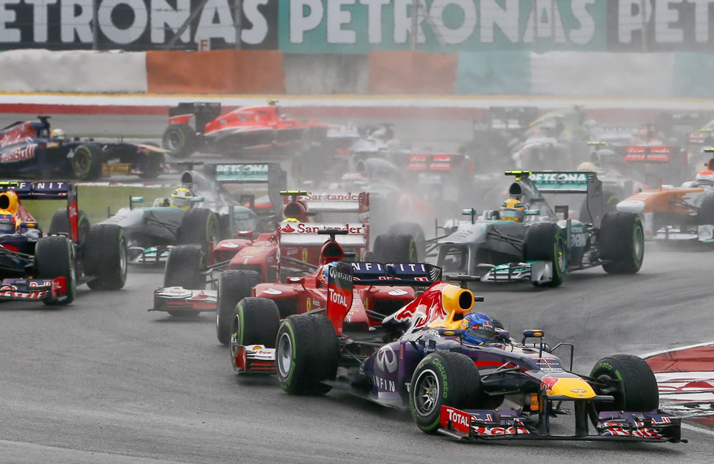 El piloto alemán Sebastian Vettel liderando la carrera. EFE