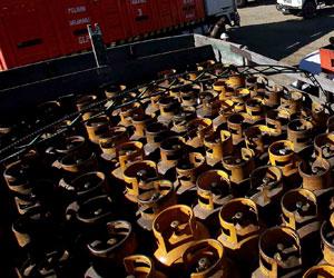 Envían gas licuado a Copacabana en barcazas