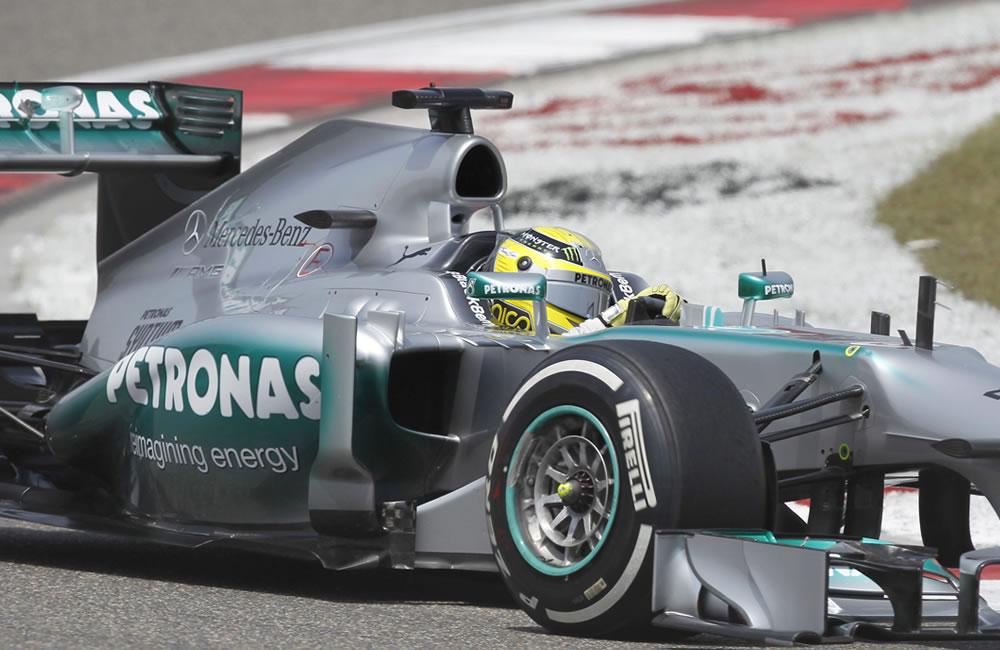 Hamilton firmó la 'pole' y Alonso saldrá tercero en Shanghái