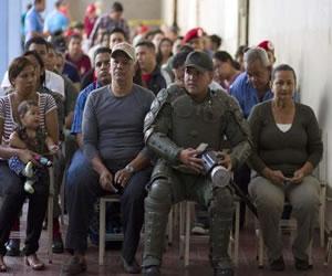 Militares venezolanos incrementan patrullaje tras elecciones