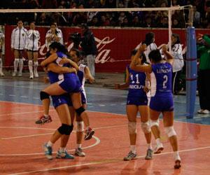Universitario campeón invicto de la Liga de Voleibol