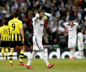 El defensa del Real Madrid Sergio Ramos se lamenta de una ocasión fallida. EFE