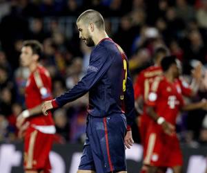 El defensa del F.C. Barcelona Gerard Piqué tras el tercer gol marcado por el Bayern Múnich. EFE