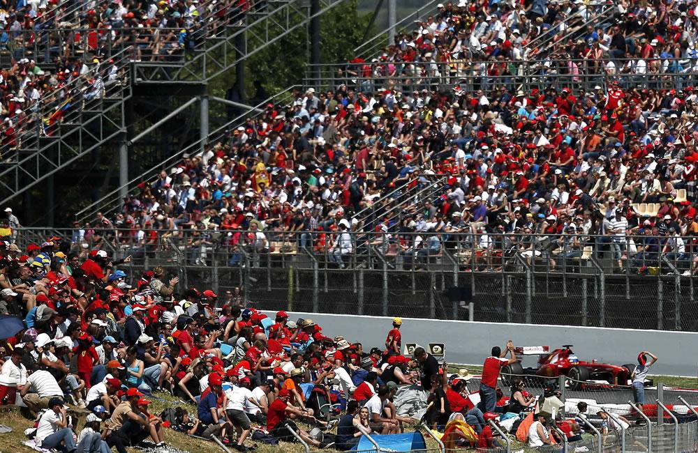 El piloto español de Ferrari, Fernando Alonso, conduce su monoplaza durante el Gran Premio de España. EFE