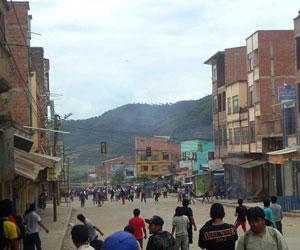 Enfrentamientos en Caranavi; Gobierno convoca al diálogo