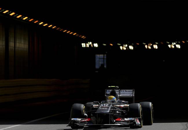 El piloto mexicano de Sauber, Esteban Gutiérrez, a bordo de su monoplaza en Montecarlo. Foto: EFE