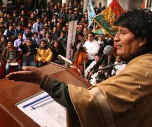 Morales 'redoblará' inversión del programa 'Bolivia cambia, Evo cumple'