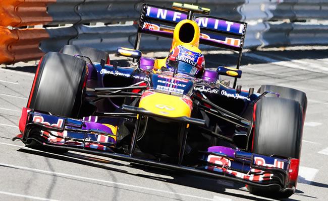 El piloto australiano de Red Bull, Mark Webber, a bordo de su monoplaza. EFE