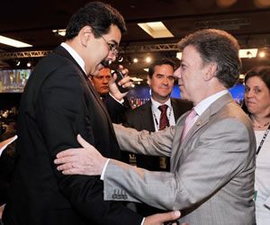 Maduro baja la guardia y llama al diálogo a Santos