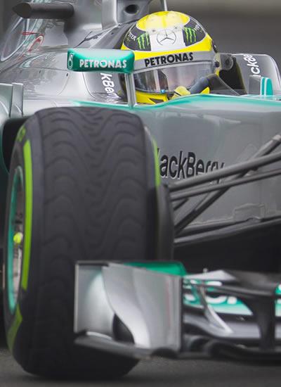 El piloto Nico Rosberg a bordo de su monoplaza Mercedes en el Gran Premio de Canadá. EFE