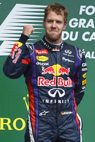 El piloto alemán de la escudería Red Bull Sebastián Vettel, celebra su victoria en Canadá. EFE
