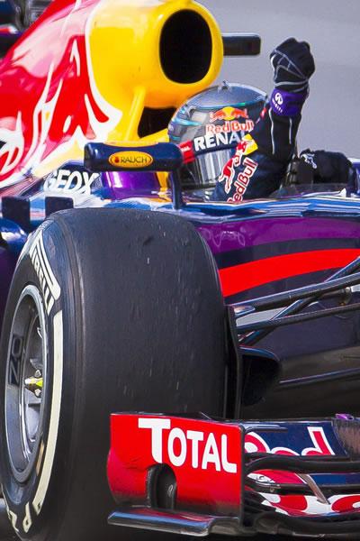 Sebastian Vettel celebra su victoria en el Gran Premio de Canadá. Foto: EFE