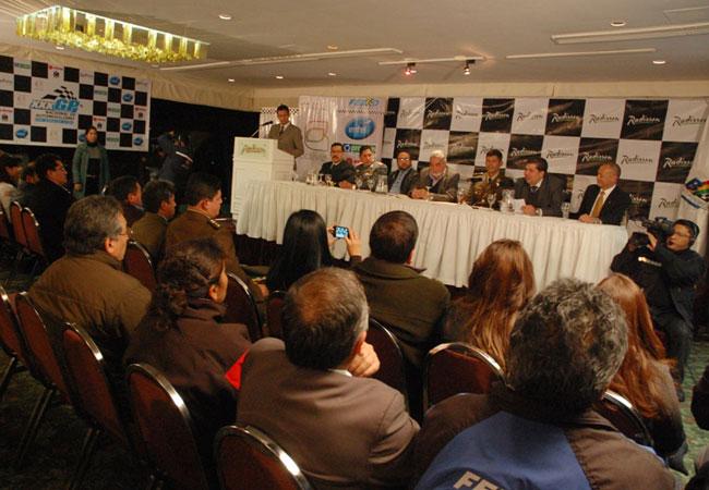Lanzan Gran Premio Nacional de Automovilismo 2013
