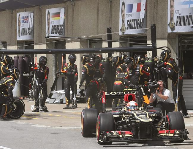 Auto de la escudería Lotus en la zona de pits en Canadá. EFE