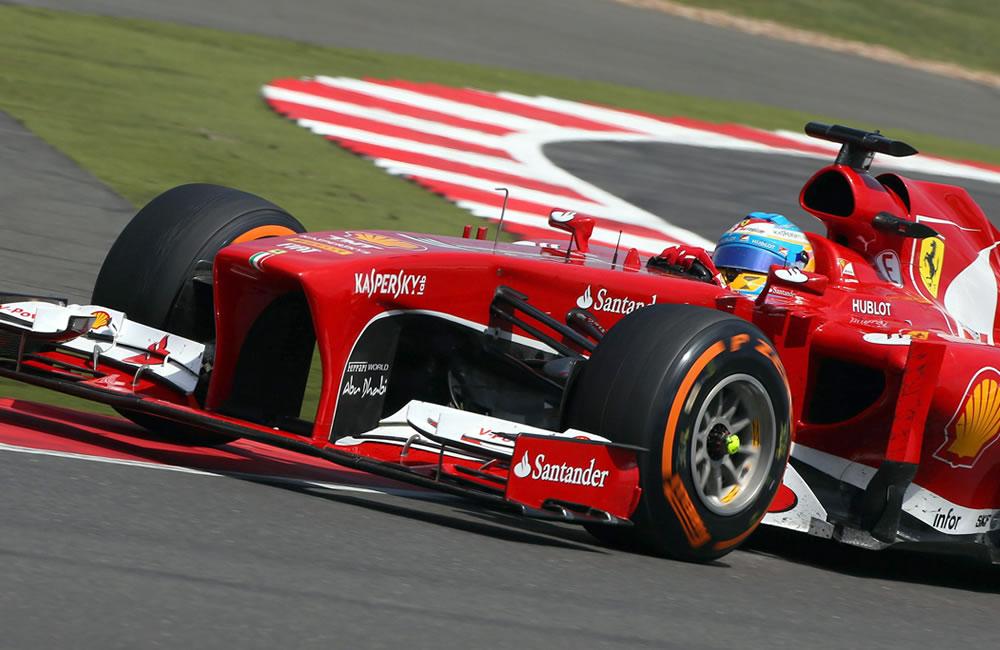 El piloto español Fernando Alonso durante el Gran Premio de Gran Bretaña. EFE