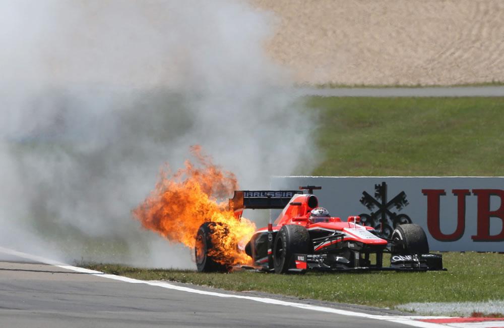 El incendio del vehículo del piloto francés Jules Bianchi ddurante el Gran Premio de Alemania. EFE