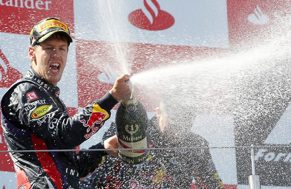 Celebración del piloto alemán tras coronarse campeón del Gran Premio de Alemania. EFE
