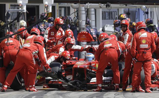 Ferrari multada con 15.000 euros por uso indebido del DRS. EFE