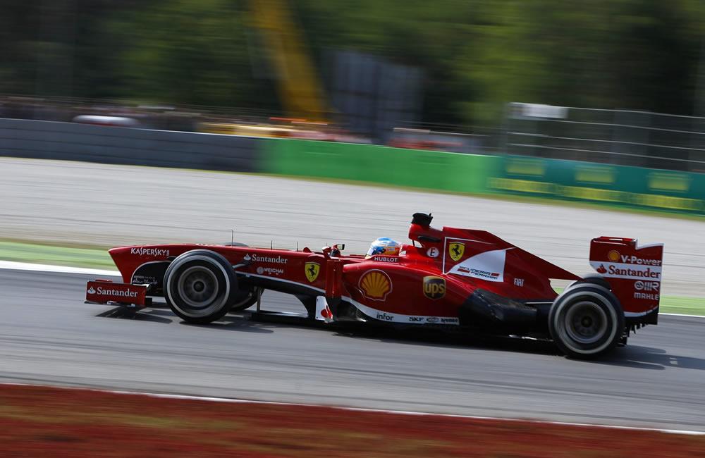 El piloto español Fernando Alonso durante la clasificación del Gran Premio de Italia. EFE