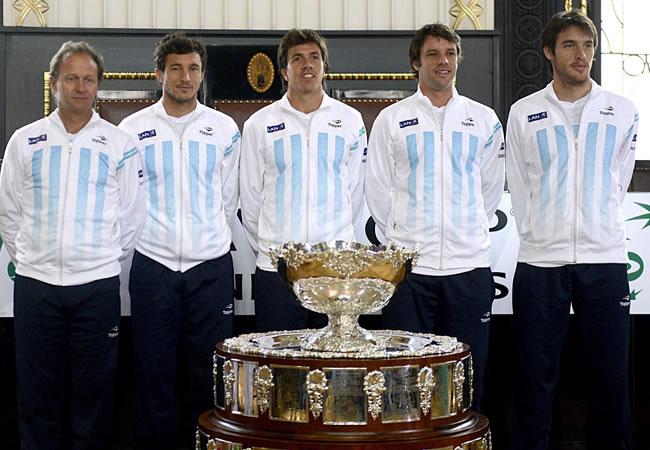 Los integrantes del equipo argentino de la Copa Davis, Martín Jaite (capitán), Juan Mónaco, Carlos Berlocq, Horacio Zeballos y Leonardo Mayer. Foto: EFE
