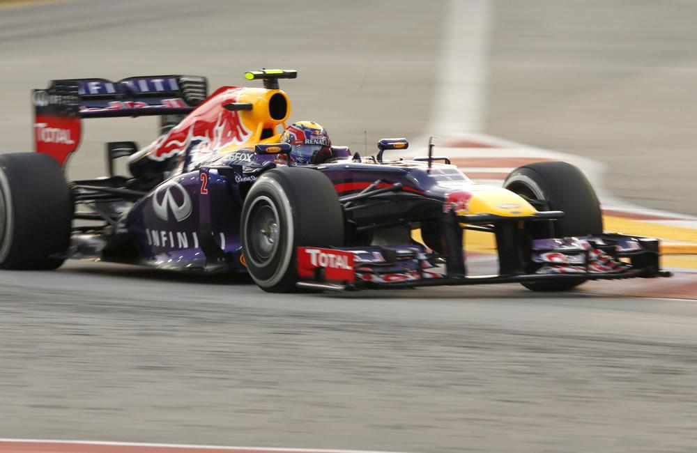 Vettel gana la 'pole' sin apurar la clasificación, Alonso no pasa del séptimo